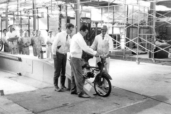 تاریخچه هوندا ؛ افسانه آهنگر ژاپنی موتور هوندا خط تولید