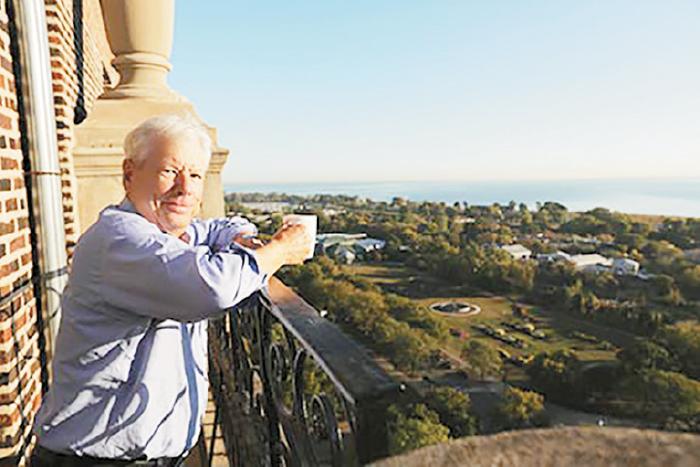 تجارت- فردا-   ریچارد تیلر در تراس خانهاش بعد از بردن نوبل