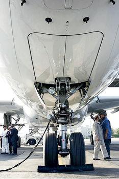 زنجیر بدهی بر بال حمل و نقل هوایی